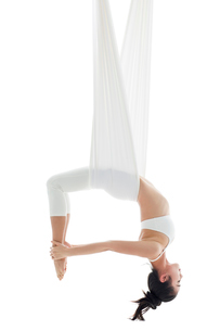 Young Chinese woman practicing aerial yogaの写真素材 [FYI02705112]