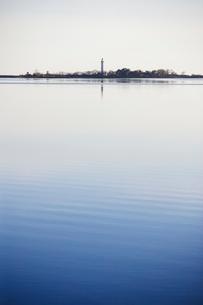 Sweden, Oland, Grankullavik, Lange Erik lighthouse in distantの写真素材 [FYI02705386]