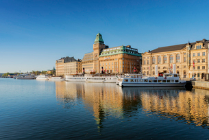 Sweden, Stockholm, Nybroviken, Old town with harborの写真素材 [FYI02705416]