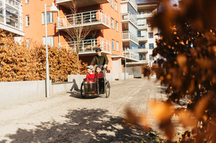 Man cycling with his sons in Stockholmの写真素材 [FYI02705429]