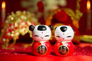 Traditional Chinese wedding elementsの写真素材 [FYI02705446]