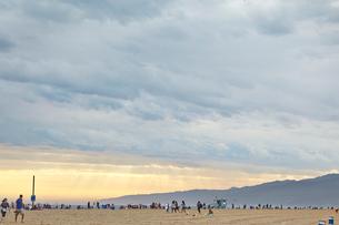 USA, California, Los Angeles, Hollywood, Hollywood Hills, Cloudy sky over beachの写真素材 [FYI02705500]