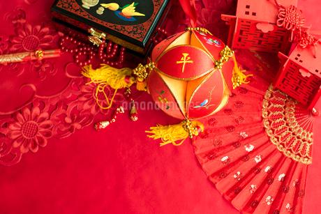 Traditional Chinese wedding elementsの写真素材 [FYI02705508]