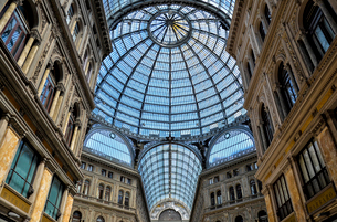 Glass dome of the Galleria Umberto I shopping centre in Naplesの写真素材 [FYI02705526]