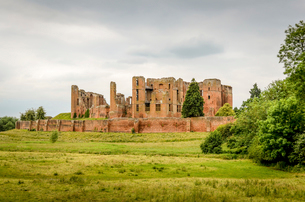 Exterior view of the medieval buildings of Kenilworth Castle, Warwickshireの写真素材 [FYI02705528]