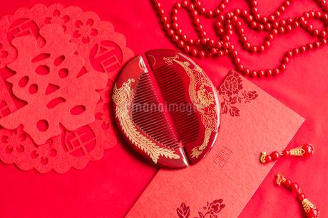 Traditional Chinese wedding elementsの写真素材 [FYI02705539]
