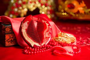 Traditional Chinese wedding elementsの写真素材 [FYI02705582]