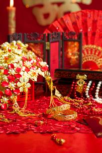 Traditional Chinese wedding elementsの写真素材 [FYI02705603]