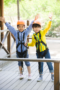 Happy children playing outsideの写真素材 [FYI02705615]