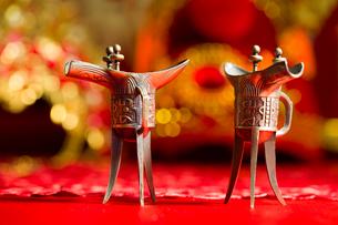 Traditional Chinese wedding elementsの写真素材 [FYI02705640]