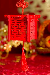 Traditional Chinese wedding elementsの写真素材 [FYI02705663]