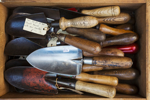 Overhead view of a collection of handheld garden forks, with metal tines and smooth wooden handles.の写真素材 [FYI02705668]