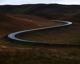 Iceland, Norourland eystra, Winding road in area of Hverarond field and Namafjallの写真素材 [FYI02705689]