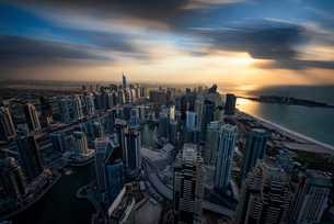 Cityscape of the Dubai, United Arab Emirates at dusk, with skyscrapers and coastline of the Persianの写真素材 [FYI02705692]