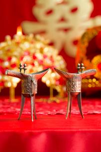 Traditional Chinese wedding elementsの写真素材 [FYI02705715]