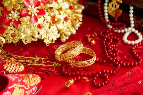 Traditional Chinese wedding elementsの写真素材 [FYI02705717]