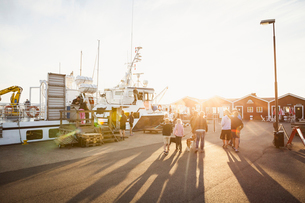 People walking at sunset at the Hano harbor in Swedenの写真素材 [FYI02705765]