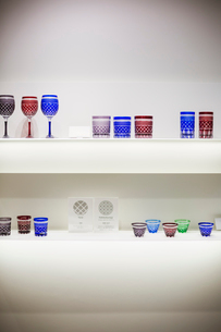 Shop selling Edo Kiriko cut glass in Tokyo, Japan.の写真素材 [FYI02705778]