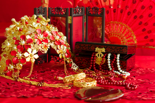 Traditional Chinese wedding elementsの写真素材 [FYI02705790]