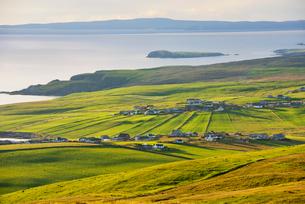 Rural houses in Shetland, Scotlandの写真素材 [FYI02705829]