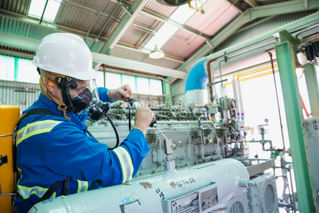 Male worker repairing equipment in gas plantの写真素材 [FYI02705867]