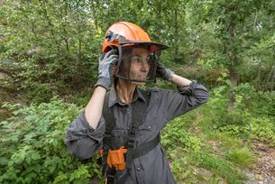 A woman wearing safety gearの写真素材 [FYI02705893]