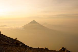 Volcan de Fuego in Acatenango, Guatemalaの写真素材 [FYI02705904]