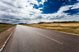 Road in Tibet, Chinaの写真素材 [FYI02705975]