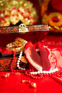 Traditional Chinese wedding elementsの写真素材 [FYI02706013]