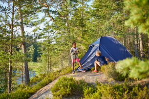 Boy and woman campingの写真素材 [FYI02706074]