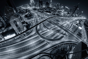 Aerial view of Dubai, United Arab Emirates at dusk, with illuminated highways in the foreground.の写真素材 [FYI02706093]