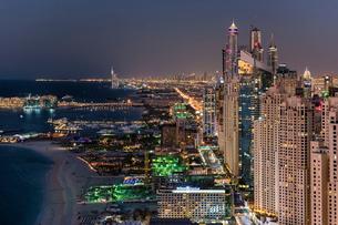 Cityscape of the Dubai, United Arab Emirates at dusk, with illuminated skyscrapers and coastline ofの写真素材 [FYI02706168]