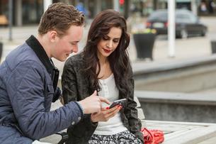 Couple looking at a smart phone in Blekinge, Swedenの写真素材 [FYI02706187]