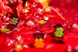 Traditional Chinese wedding elementsの写真素材 [FYI02706190]