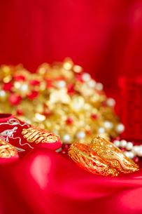 Traditional Chinese wedding elementsの写真素材 [FYI02706234]