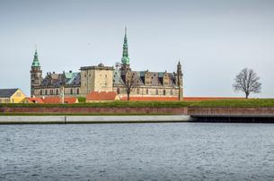 Exterior view of Kronborg Castle, Helsingor, Denmark seen from across the moat.の写真素材 [FYI02706279]