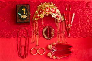Traditional Chinese wedding elementsの写真素材 [FYI02706291]