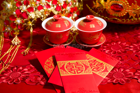 Traditional Chinese wedding elementsの写真素材 [FYI02706311]