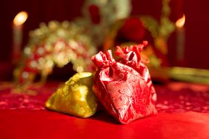 Traditional Chinese wedding elementsの写真素材 [FYI02706316]