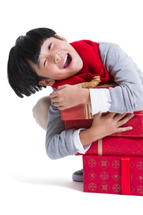 Cheerful boy with presents celebrating Chinese New Yearの写真素材 [FYI02706348]