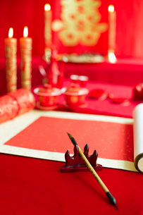 Traditional Chinese wedding elementsの写真素材 [FYI02706358]