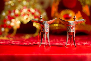 Traditional Chinese wedding elementsの写真素材 [FYI02706412]