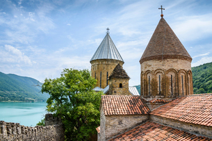 Ananuri castle complex church towers and watchtower on the shores of the Aragvi River in Georgia. Geの写真素材 [FYI02706421]