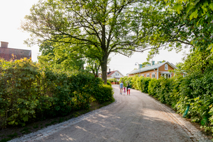 Sweden, Stockholm Archipelago, Uppland, Vaxholm, Family walkingの写真素材 [FYI02706460]