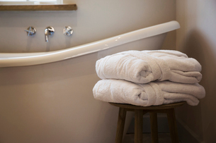 An old fashioned slipper shape bathtub, bath with raised end and wall mounted taps in a bathroom. Twの写真素材 [FYI02706481]
