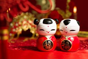 Traditional Chinese wedding elementsの写真素材 [FYI02706490]