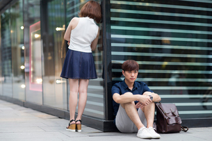 Young couple being difficult with each otherの写真素材 [FYI02706503]