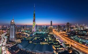 Cityscape with illuminated skyscrapers, Dubai, United Arab Emirates at dusk.の写真素材 [FYI02706535]