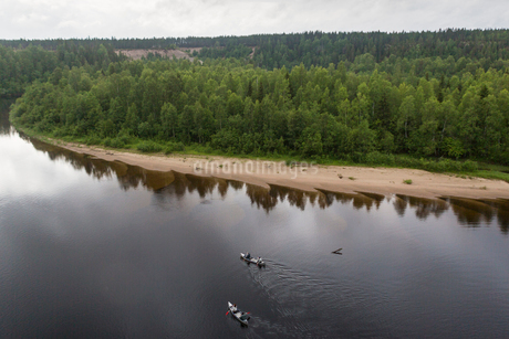 River by a forest in Vasterbotten, Swedenの写真素材 [FYI02706536]