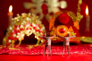 Traditional Chinese wedding elementsの写真素材 [FYI02706582]